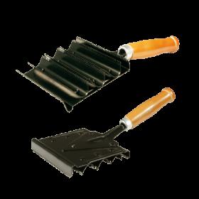 Скребница металлическая с ручкой деревянной